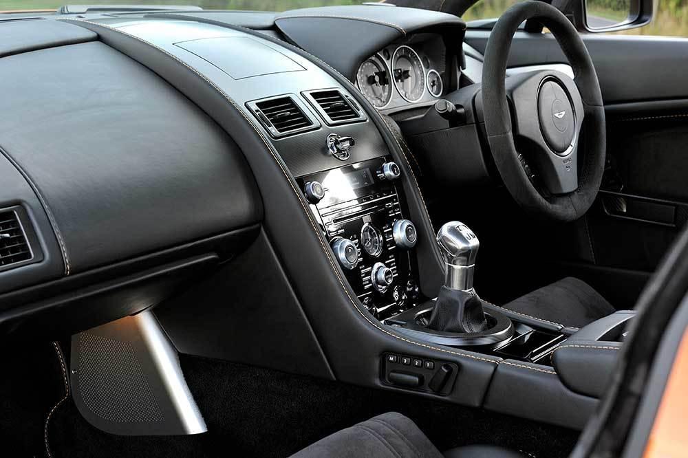 アストンマーティン V12ヴァンテージ