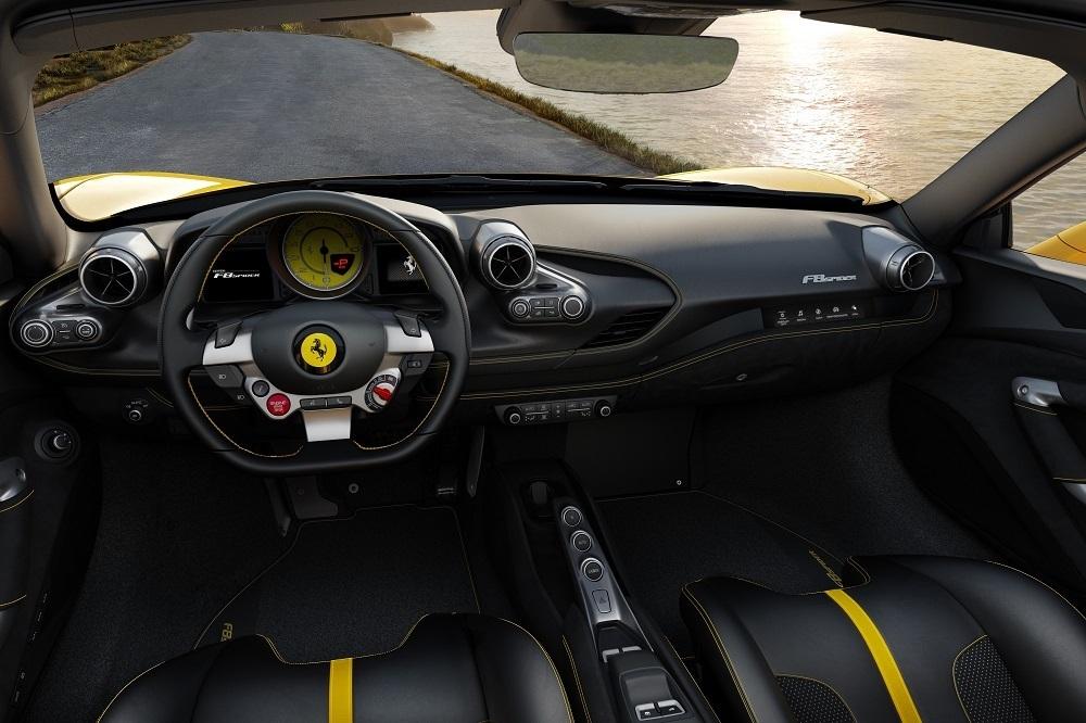 フェラーリ F8スパイダー